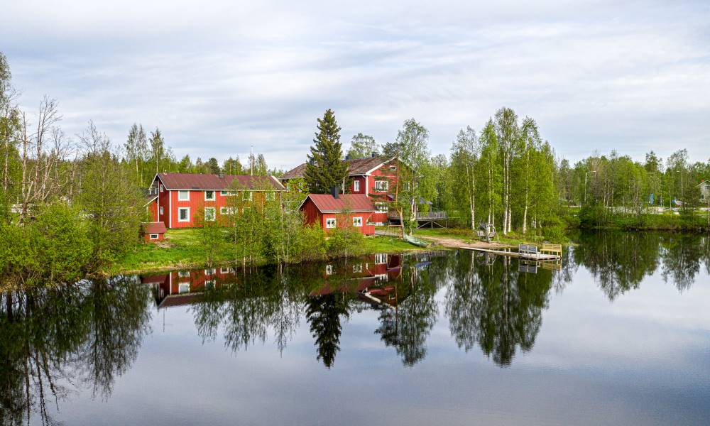 B&B Guesthouse next to a beautiful lake in Finnish Lapland