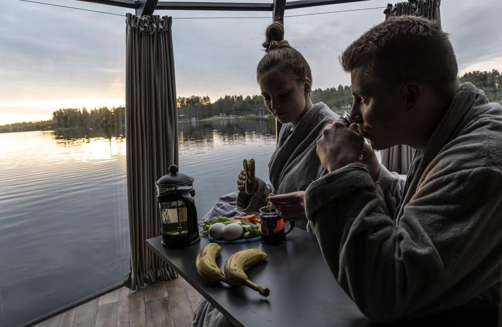 AuroraHut lasi-iglut Ranualla - kuva kesältä 2019