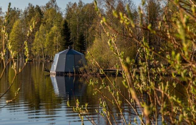 AuroraHut igloo in Ranua