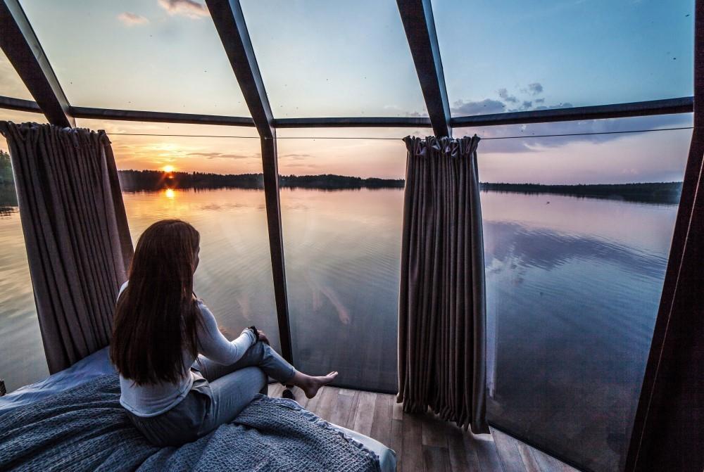 Järvinäkymät AuroraHut lasi-iglusta Ranuanjärvellä kesällä 2019