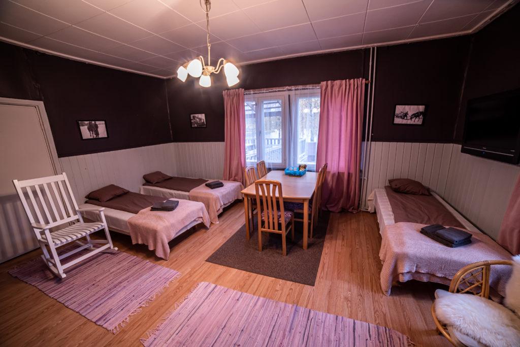 Gasthaus Ranua, neljän hengen huone yleiskuva
