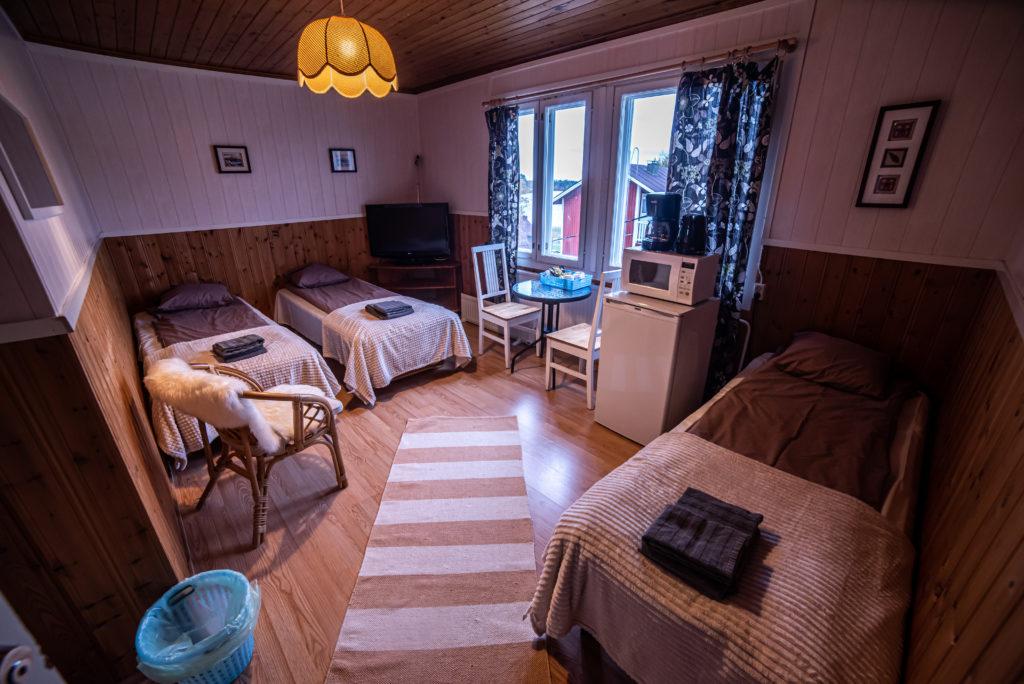 Arctic Guesthouse & Igloosin (Gasthaus Ranua) majatalon kolmen hengen huone yleiskuva
