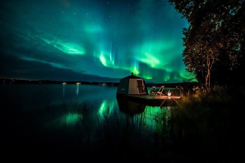 Revontulet ja AuroraHut lasi-iglu Ranualla syyskuussa 2019 - Arctic Guesthouse & Igloos