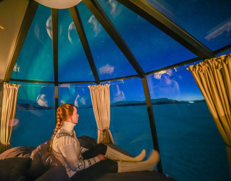 AuroraHut lasi-iglu ja revontulet Ranualla, Lapissa - Arctic Guesthouse & Igloos