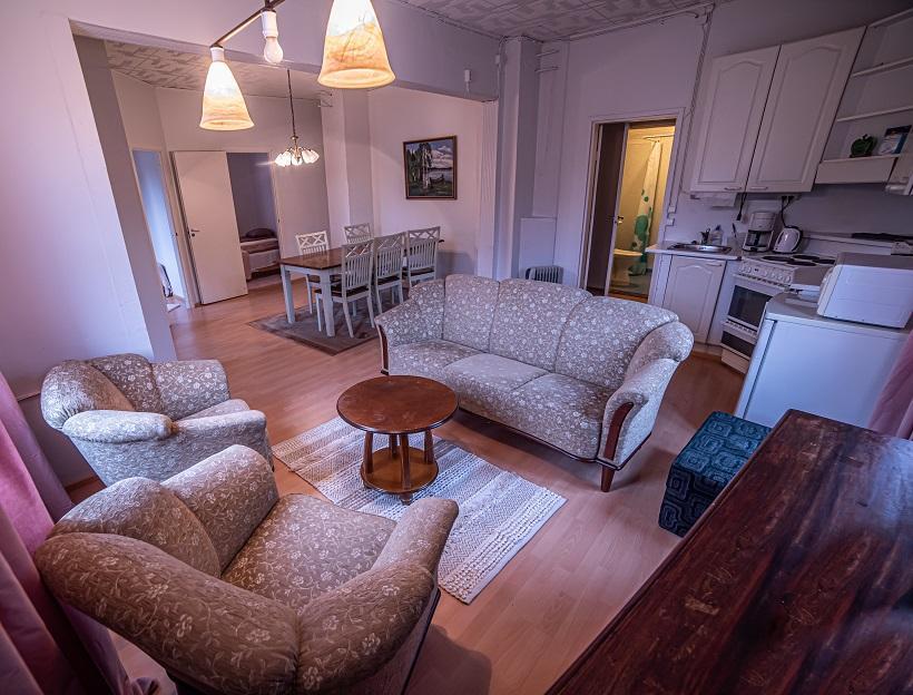 Kahden makuuhuoneen huoneisto Arctic Guesthouse & Igloosin majtalossa Ranualla