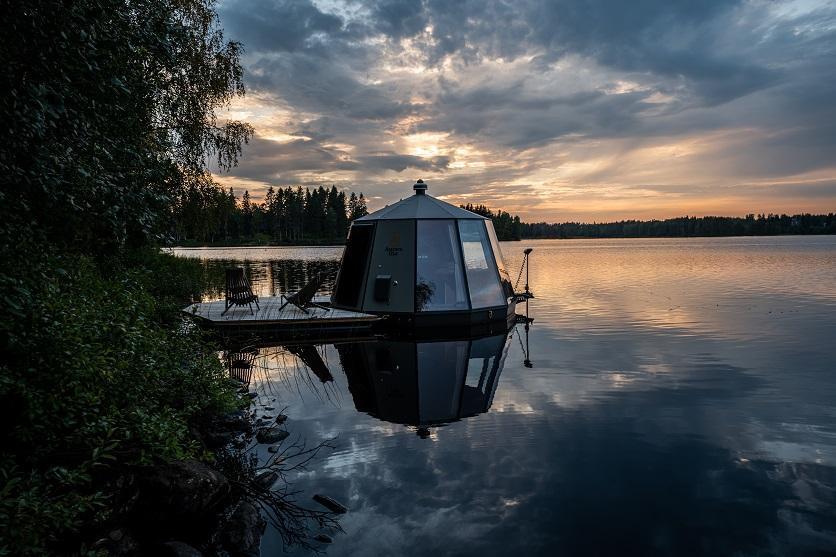 AuroraHut lasi-iglu Ranuanjärvellä elokuussa 2020