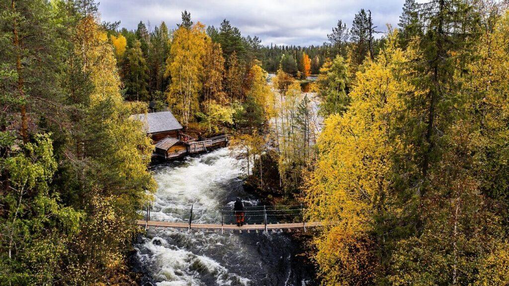 Kuusamo trekking and hiking paths in Lapland during autumn