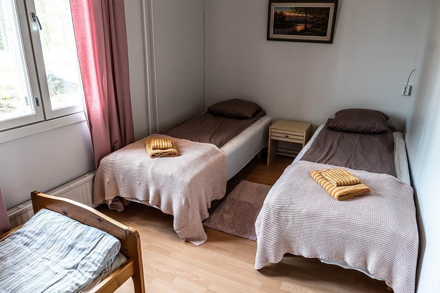 Gasthaus Ranua kahden makuuhuoneen huoneisto makuuhuoneen yleiskuva