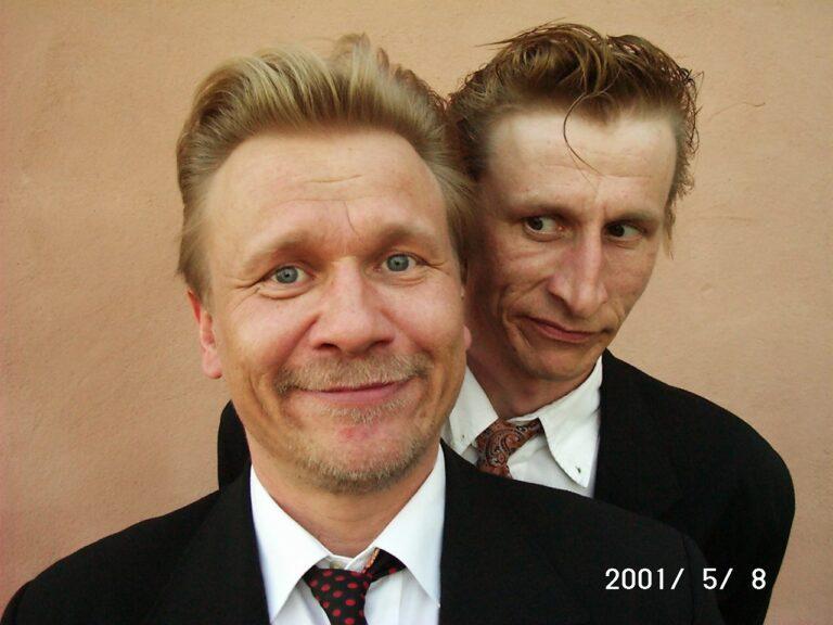 Näyttelijäveljekset Pertti ja Ilkka Koivula harvinaisessa yhteiskuvassa