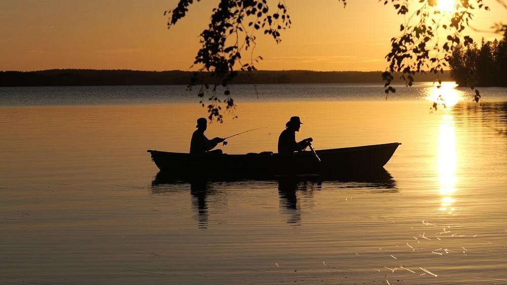 Soutelua ja kalastusta Ranuanjärvellä kesällä