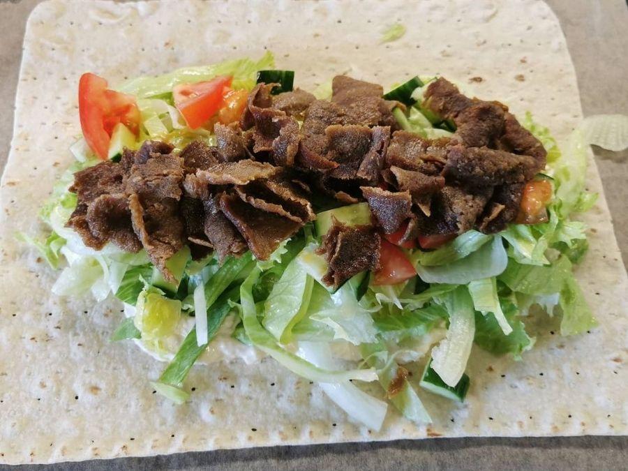 Ranuan Keskusgrillin kebab valkosipulikastikkeella