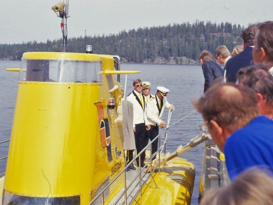 Kultainen taimen sukellusvene Ranuan Simojärvellä