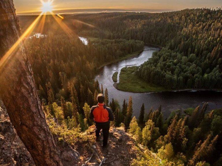 Kaunis syysmaisema Suomen tunnetuimpiin kuvauskohteisiin lukeutuvalla Kuusamon Pähkänänkalliolla