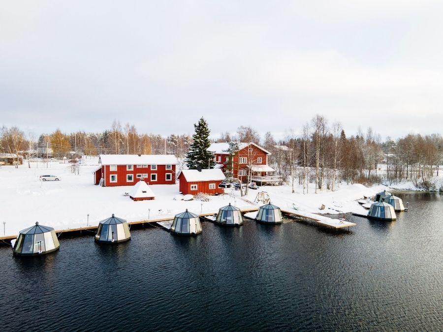 Ensilumi Ranuanjärven rannalla syksyllä 2020
